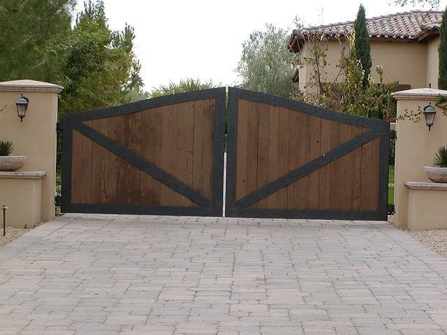 Driveway doors richmond wooden driveway gate r1 for Double wooden driveway gates